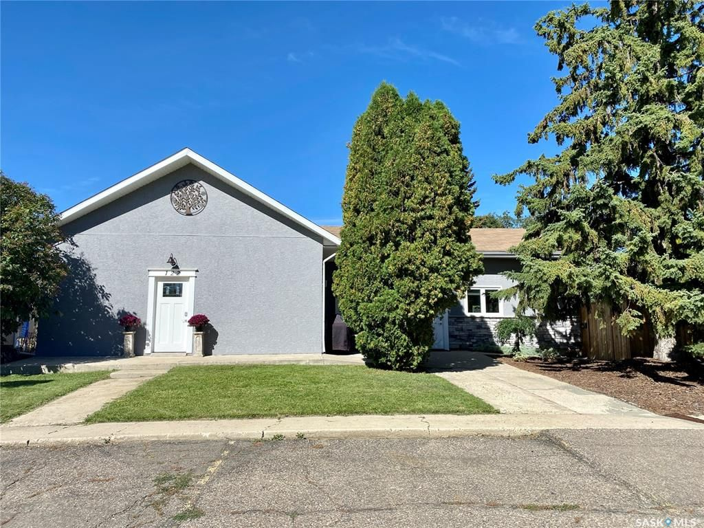 Main Photo: 122 24th Street in Battleford: Residential for sale : MLS®# SK855362
