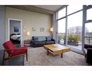 """Photo 3: 412 2635 PRINCE EDWARD Street in Vancouver: Mount Pleasant VE Condo for sale in """"SOMA LOFTS"""" (Vancouver East)  : MLS®# V793823"""