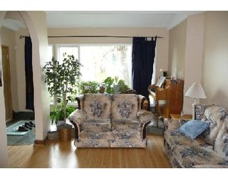 Photo 2: 375 PARKVIEW ST in WINNIPEG: St James Residential for sale (West Winnipeg)  : MLS®# 2919832