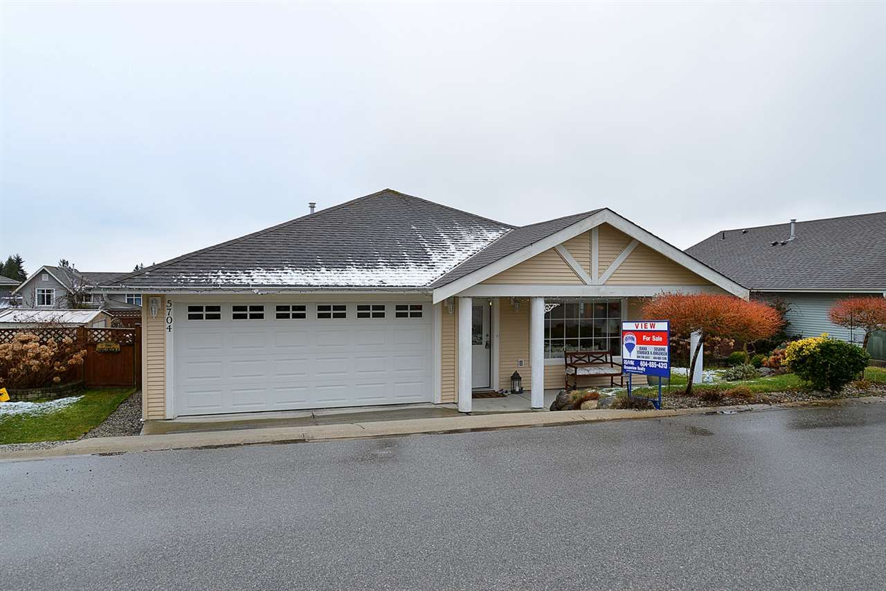 "Photo 13: Photos: 5704 EMILY Way in Sechelt: Sechelt District House for sale in ""CASCADE"" (Sunshine Coast)  : MLS®# R2144070"