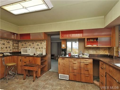 Photo 5: Photos: 3821 Synod Rd in VICTORIA: SE Cedar Hill House for sale (Saanich East)  : MLS®# 655505