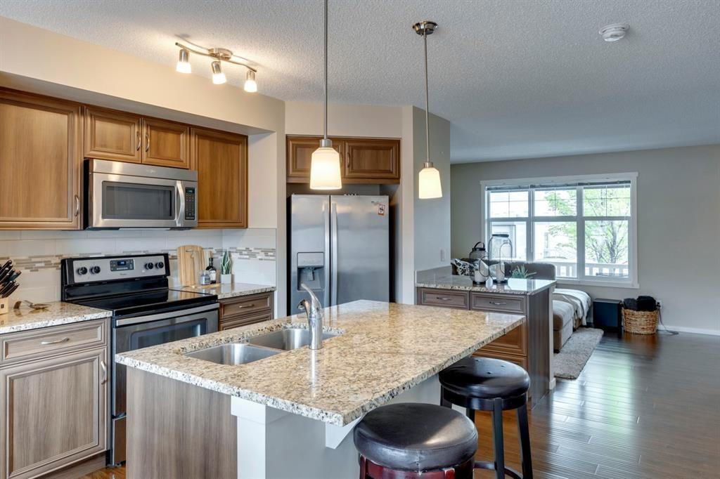 Photo 4: Photos: 33 Marine Drive SE in Calgary: Mahogany Row/Townhouse for sale : MLS®# A1124015