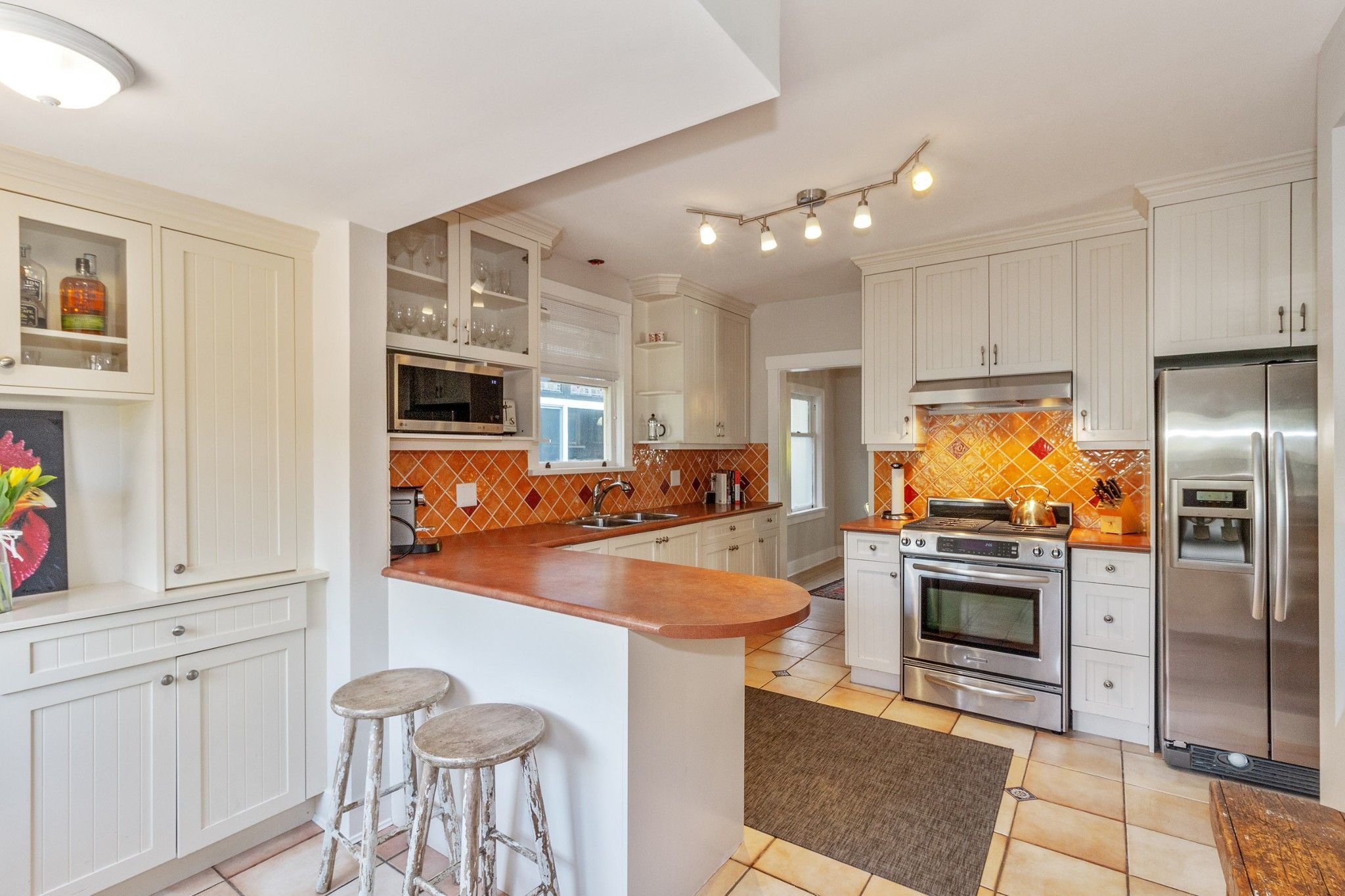 Photo 6: Photos: 3742 ONTARIO Street in Vancouver: Main House for sale (Vancouver East)  : MLS®# R2580004