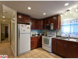 "Photo 6: 18 2303 CRANLEY Drive in Surrey: King George Corridor Manufactured Home for sale in ""SUNNYSIDE"" (South Surrey White Rock)  : MLS®# F1028956"