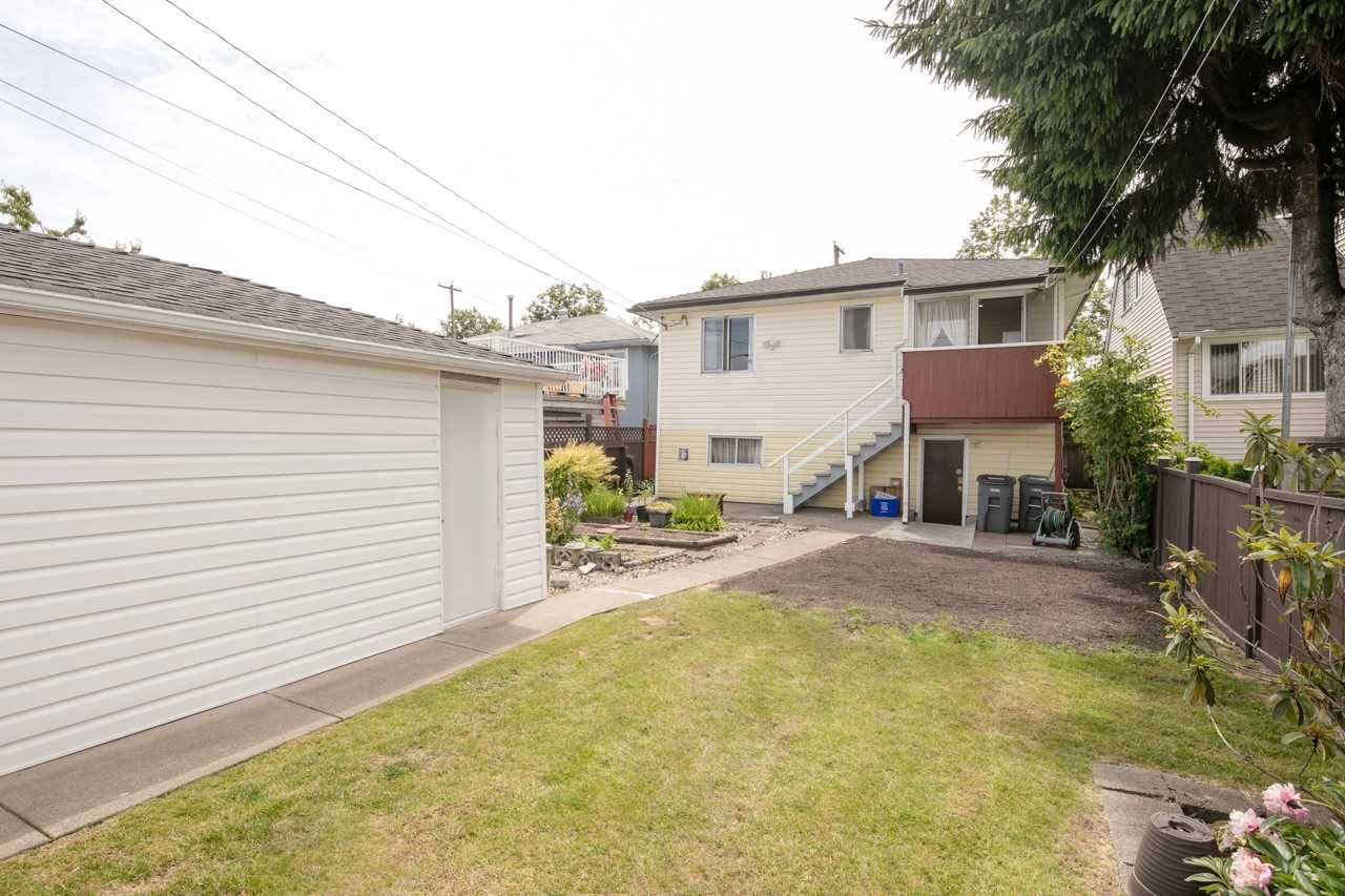 Photo 3: Photos: 3025 E 45TH Avenue in Vancouver: Killarney VE House for sale (Vancouver East)  : MLS®# R2083765