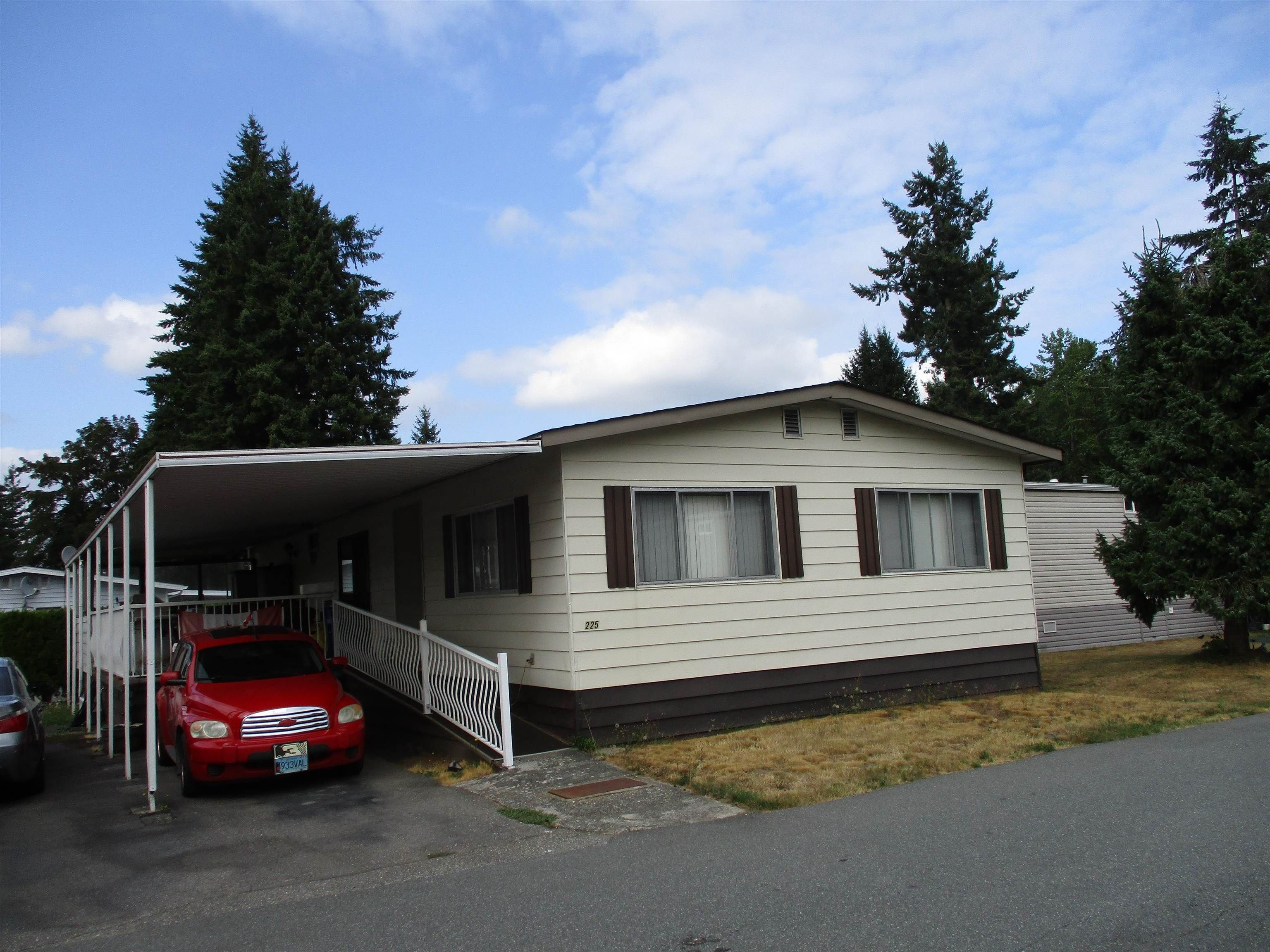 """Main Photo: 225 3665 244 Street in Langley: Aldergrove Langley Manufactured Home for sale in """"LANGLEY GROVE ESTATES"""" : MLS®# R2612491"""