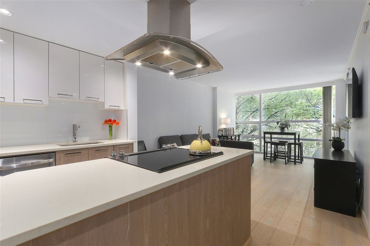 """Main Photo: 402 1050 BURRARD Street in Vancouver: Downtown VW Condo for sale in """"WALL CENTRE"""" (Vancouver West)  : MLS®# R2362675"""