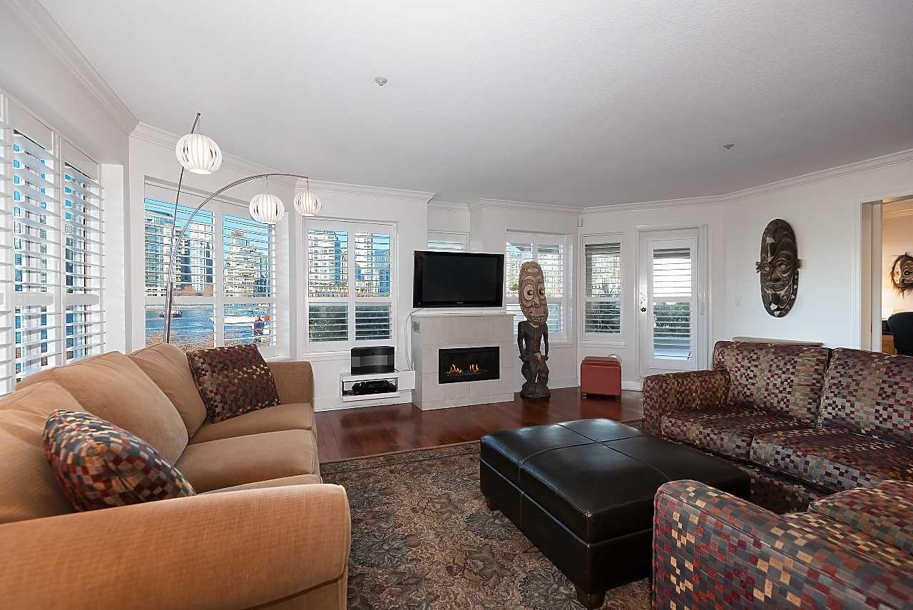 Main Photo: 121 525 WHEELHOUSE Square in Vancouver: False Creek Condo for sale (Vancouver West)  : MLS®# R2532633