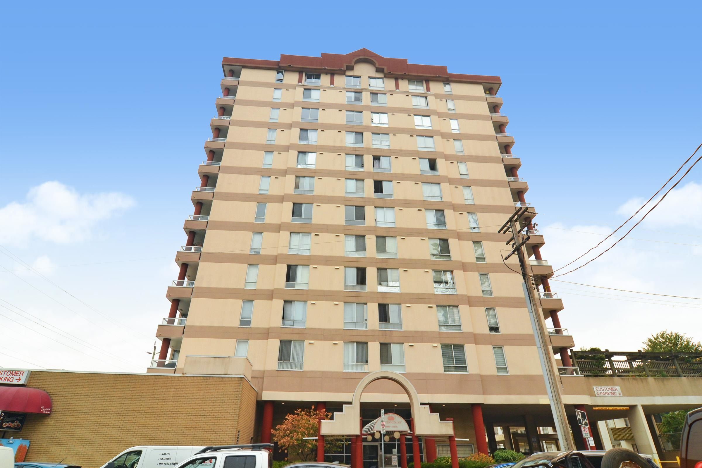 """Main Photo: 502 11980 222 Street in Maple Ridge: West Central Condo for sale in """"GORDON TOWERS"""" : MLS®# R2610126"""