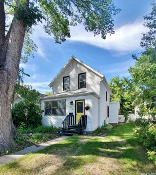 Photo 1: 314 25TH Street West in Saskatoon: Caswell Hill Residential for sale : MLS®# SK819110