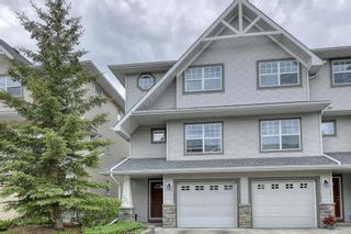 Photo 2: 301 Inglewood Grove SE in Calgary: Inglewood Row/Townhouse for sale : MLS®# A1118391