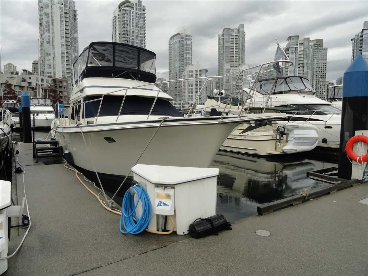 """Main Photo: F14 1088 MARINASIDE Crescent in Vancouver: Yaletown Condo for sale in """"QUAYSIDE MARINA"""" (Vancouver West)  : MLS®# R2121416"""