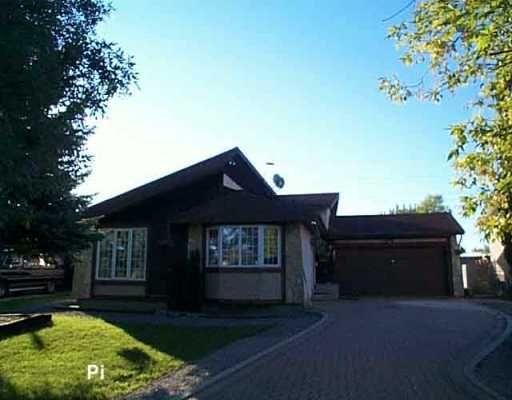 Main Photo: 27 ST MORITZ Road in WINNIPEG: North Kildonan Single Family Detached for sale (North East Winnipeg)  : MLS®# 2515320