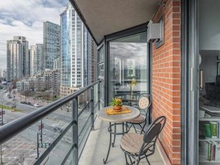 "Photo 13: 10C 199 DRAKE Street in Vancouver: Yaletown Condo for sale in ""CONCORDIA 1"" (Vancouver West)  : MLS®# R2539673"