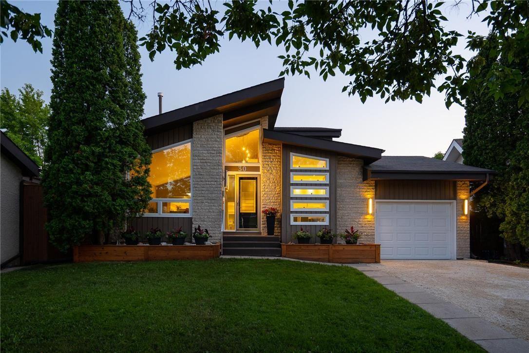 Main Photo: 30 Kinsbourne Green in Winnipeg: House for sale : MLS®# 202116378