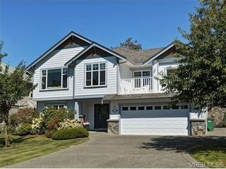 Photo 1: 845 Rogers Way in VICTORIA: SE High Quadra House for sale (Saanich East)  : MLS®# 709072
