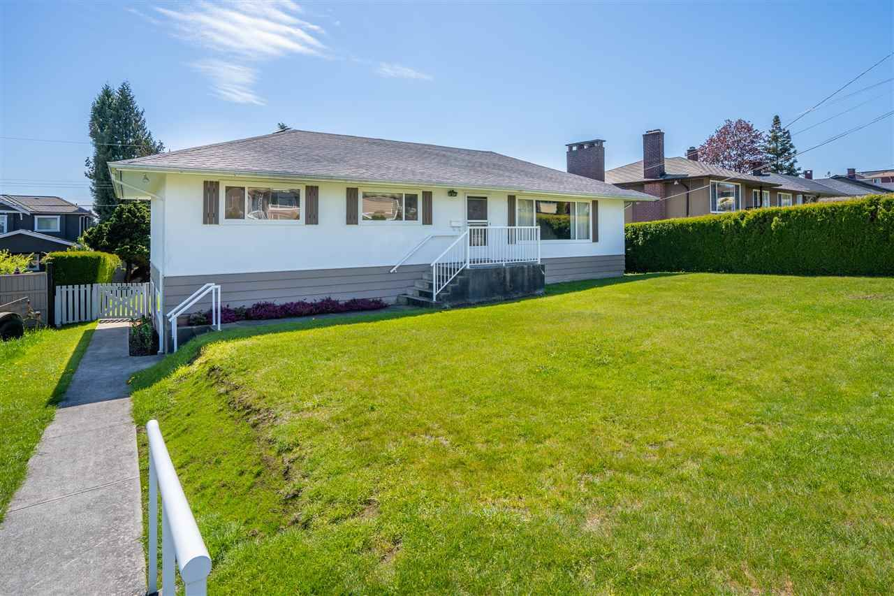 "Photo 1: Photos: 6420 AUBREY Street in Burnaby: Parkcrest House for sale in ""PARKCREST"" (Burnaby North)  : MLS®# R2365057"