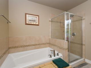 Photo 12: 15 Haagensen Crt in View Royal: VR Six Mile House for sale : MLS®# 839376