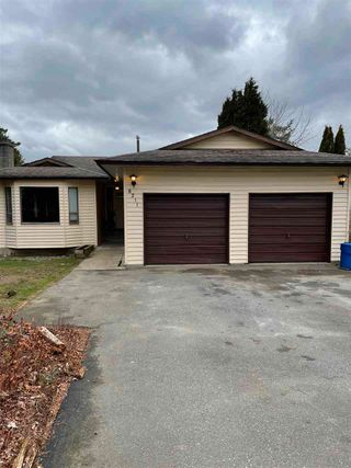 Photo 1: 8211 MILLER Crescent in Mission: Mission BC House for sale : MLS®# R2560174