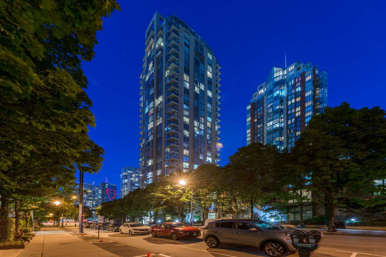 """Main Photo: 1403 928 RICHARDS Street in Vancouver: Yaletown Condo for sale in """"THE SAVOY"""" (Vancouver West)  : MLS®# R2461037"""