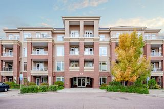 Main Photo: 203 8 Hemlock Crescent SW in Calgary: Spruce Cliff Apartment for sale : MLS®# A1150845