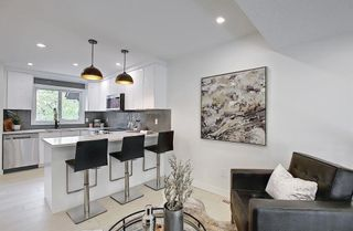Photo 9: 64 Glamis Gardens SW in Calgary: Glamorgan Row/Townhouse for sale : MLS®# A1112302