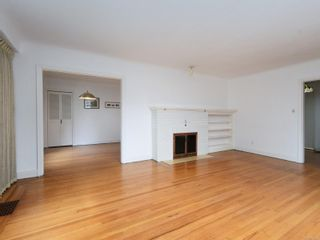 Photo 4: 2396 Heron St in : OB Estevan House for sale (Oak Bay)  : MLS®# 856383