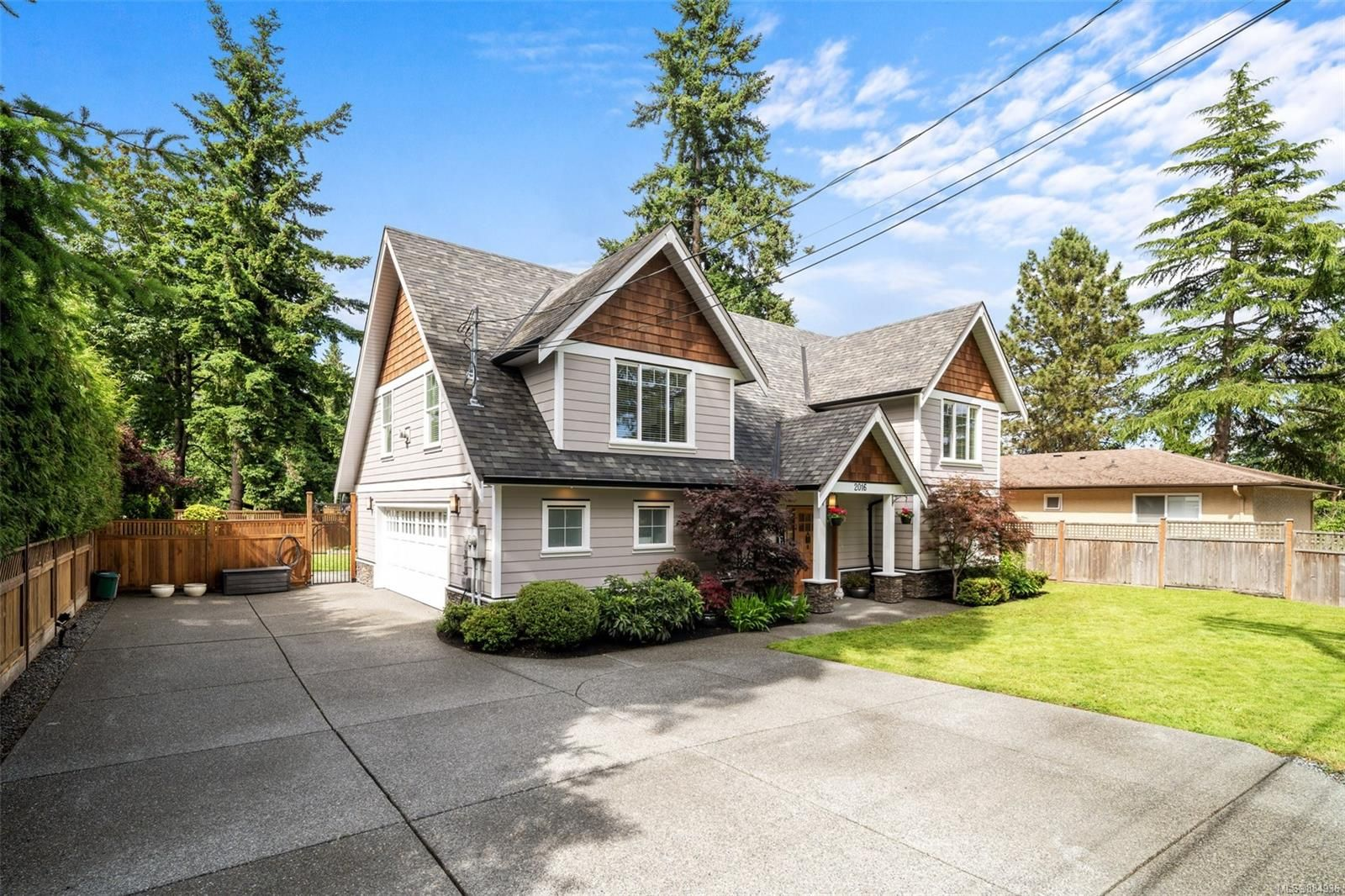 Main Photo: 2016 Stellys Cross Rd in : CS Saanichton House for sale (Central Saanich)  : MLS®# 884936