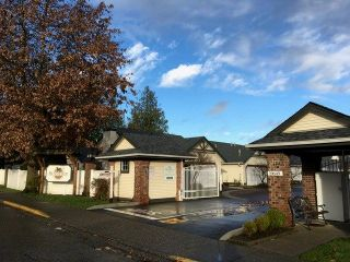 """Photo 1: 98 19649 53 Avenue in Langley: Langley City Townhouse for sale in """"Huntsfield Green"""" : MLS®# R2224007"""