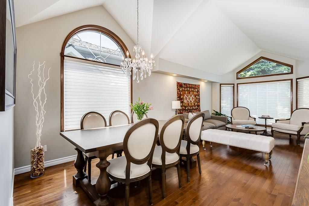 Photo 3: Photos: 115 SIERRA MORENA Circle SW in Calgary: Signal Hill Detached for sale : MLS®# C4299539