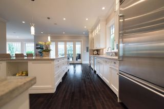 """Photo 5: 939 INGLEWOOD Avenue in West Vancouver: Sentinel Hill House for sale in """"Sentinel Hill"""" : MLS®# R2143743"""