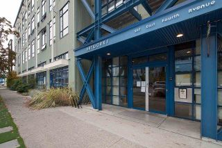 """Photo 3: 210 237 E 4TH Avenue in Vancouver: Mount Pleasant VE Condo for sale in """"ARTWORKS"""" (Vancouver East)  : MLS®# R2239279"""