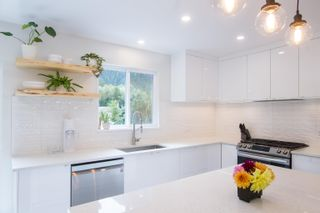 Photo 5: 38148 HEMLOCK Avenue in Squamish: Valleycliffe House for sale : MLS®# R2619810