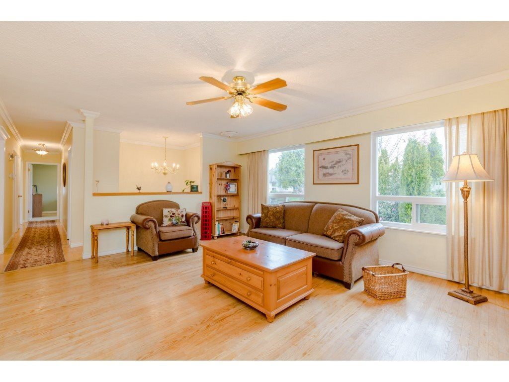 Photo 3: Photos: 1425 STEWART Place in Port Coquitlam: Lower Mary Hill House for sale : MLS®# R2448698