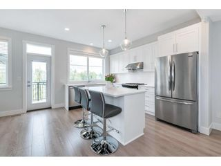 """Photo 10: 17 15717 MOUNTAIN VIEW Drive in Surrey: Grandview Surrey Townhouse for sale in """"Olivia"""" (South Surrey White Rock)  : MLS®# R2572266"""