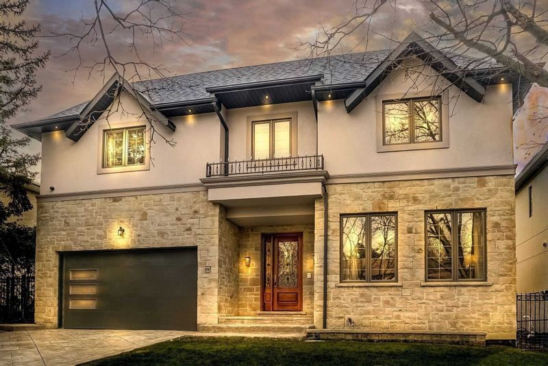 FEATURED LISTING: 219 Bayview Fairways Drive Markham