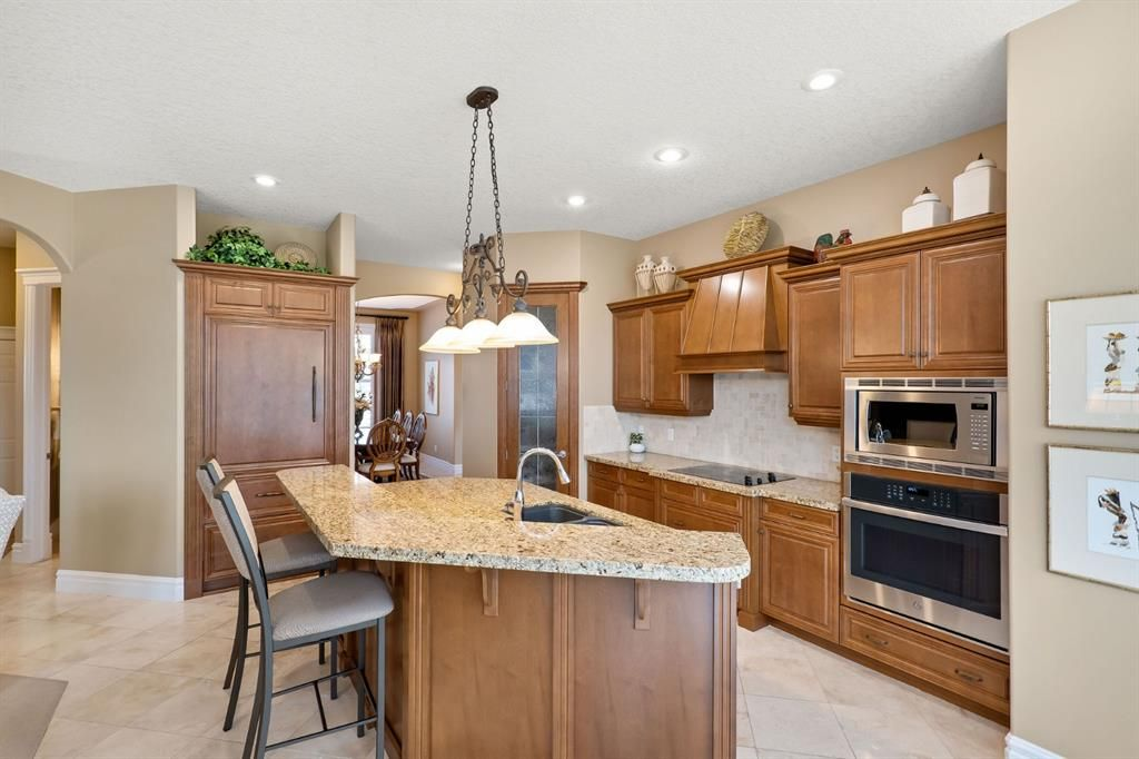 Photo 11: Photos: 15 Lynx Meadows Drive NW: Calgary Detached for sale : MLS®# A1139904