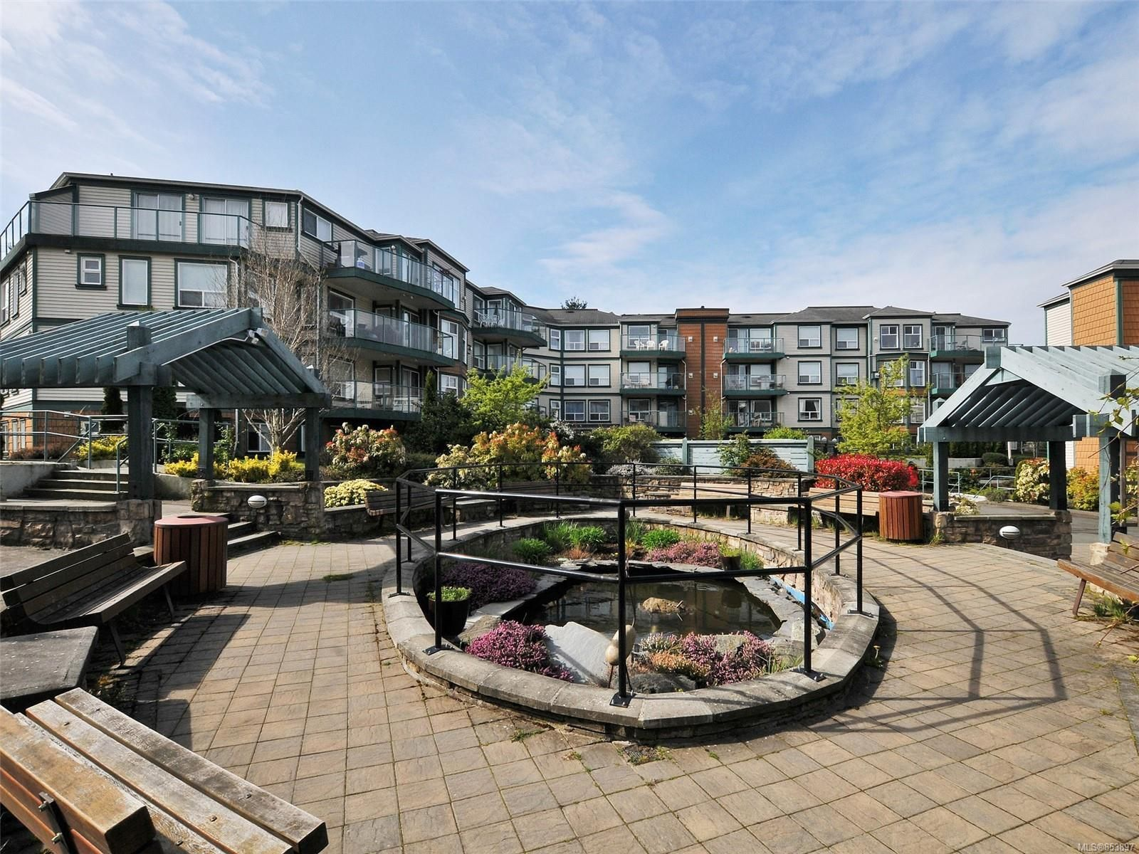 Main Photo: 302 898 Vernon Ave in Saanich: SE Swan Lake Condo for sale (Saanich East)  : MLS®# 853897