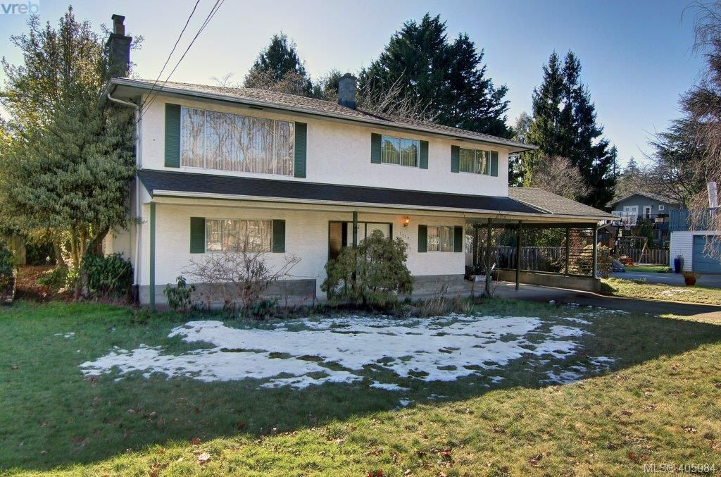 Main Photo: 1519 Winchester Rd in VICTORIA: SE Mt Doug House for sale (Saanich East)  : MLS®# 806818