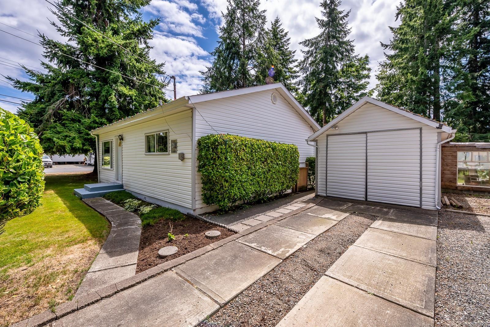 Main Photo: 2103 Saratoga Rd in : CV Merville Black Creek House for sale (Comox Valley)  : MLS®# 882295