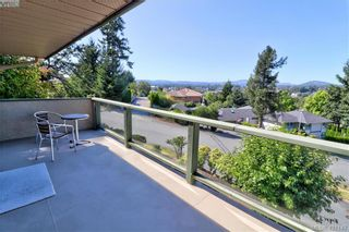 Photo 2: 1 4341 Crownwood Lane in VICTORIA: SE Broadmead Row/Townhouse for sale (Saanich East)  : MLS®# 833554