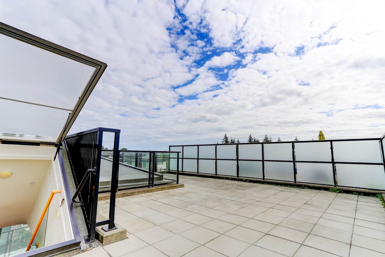 """Main Photo: 414 7418 BYRNEPARK Walk in Burnaby: South Slope Condo for sale in """"GREEN"""" (Burnaby South)  : MLS®# R2388618"""