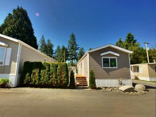 """Photo 1: 22 24330 FRASER Highway in Langley: Otter District Manufactured Home for sale in """"Langley Grove Estates"""" : MLS®# R2390196"""
