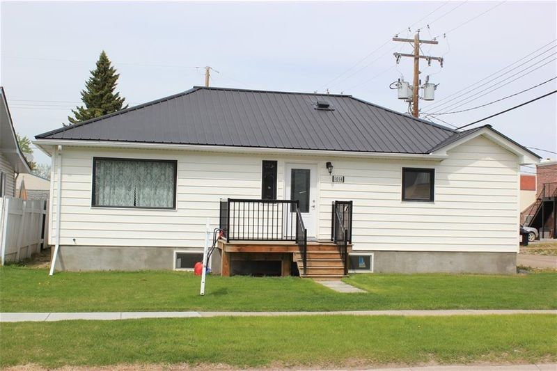 FEATURED LISTING: 1014 Nanton Avenue Crossfield