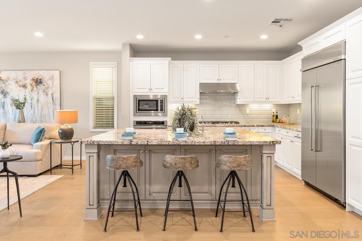 Photo 8: Photos: RANCHO BERNARDO House for sale : 3 bedrooms : 8012 Auberge Circle in San Diego