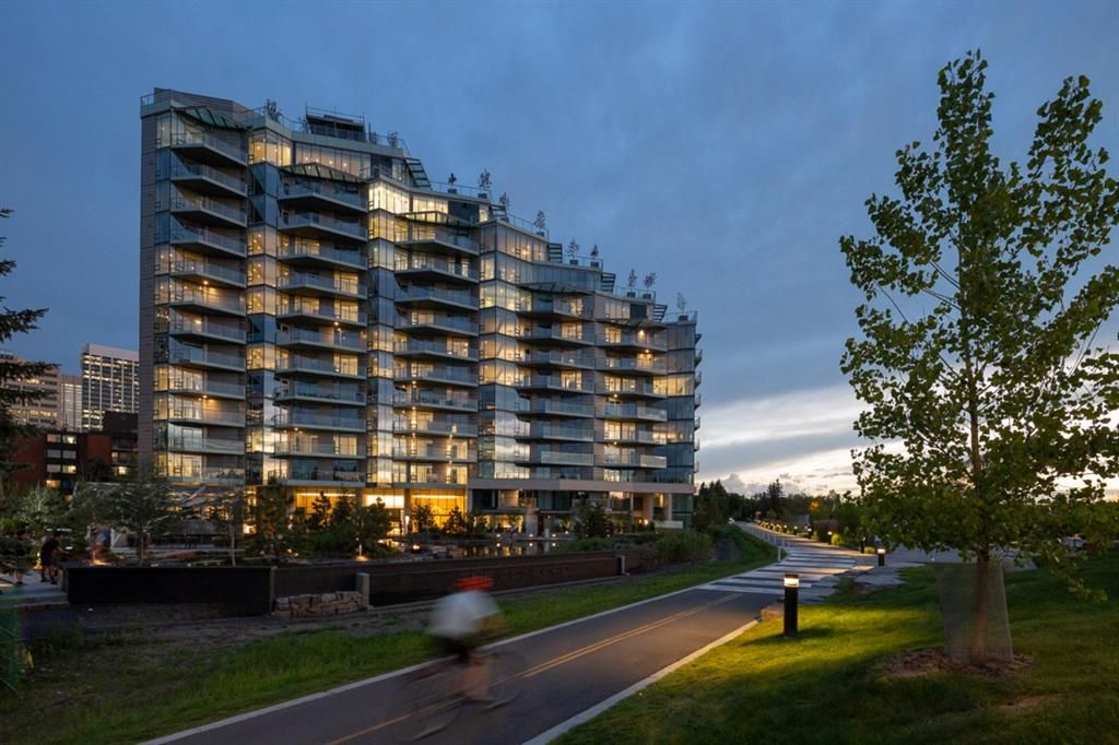 Main Photo: 606 738 1 Avenue SW in Calgary: Eau Claire Apartment for sale : MLS®# A1031222
