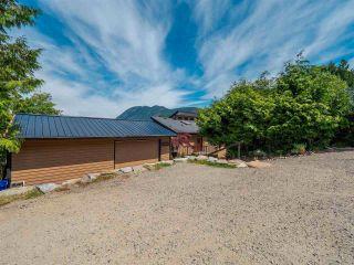 Photo 4: 5852 SKOOKUMCHUK Road in Sechelt: Sechelt District House for sale (Sunshine Coast)  : MLS®# R2588581
