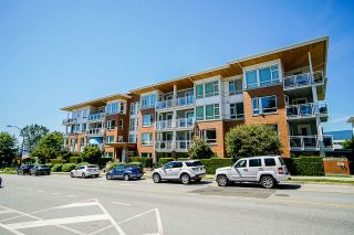 """Photo 1: 304 717 CHESTERFIELD Avenue in North Vancouver: Central Lonsdale Condo for sale in """"The Residences at Queen Mary by Polygon"""" : MLS®# R2478604"""