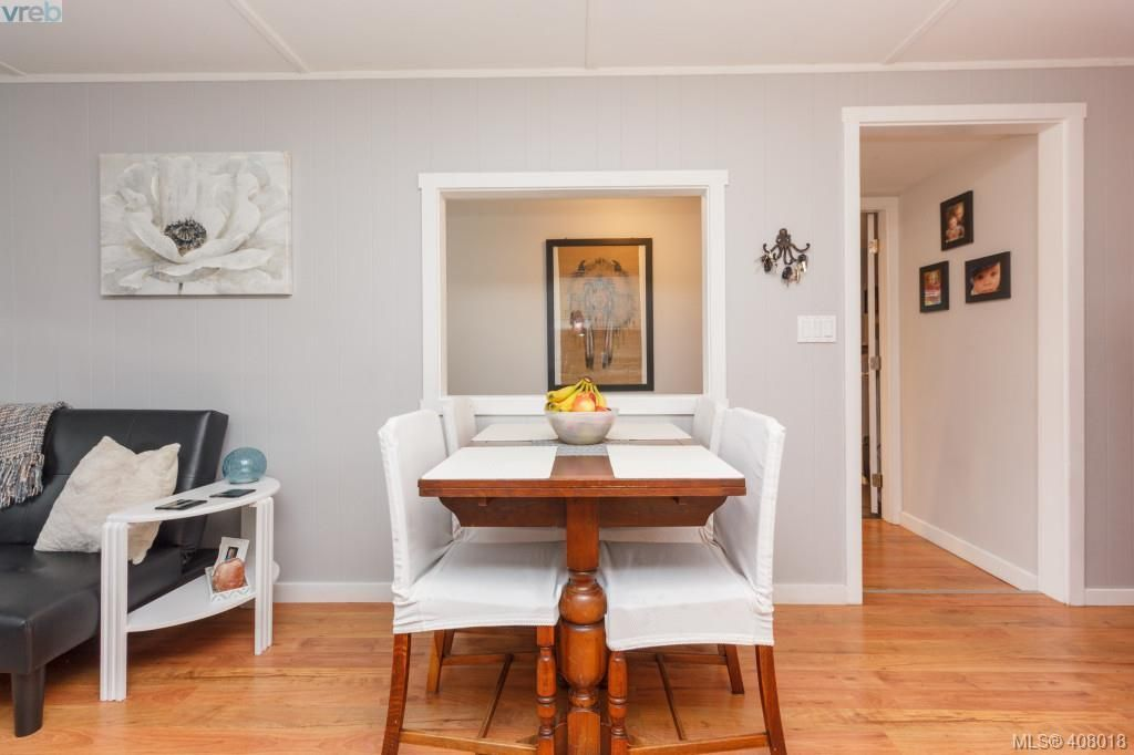 Photo 8: Photos: 2463 Selwyn Rd in VICTORIA: La Thetis Heights House for sale (Langford)  : MLS®# 810897
