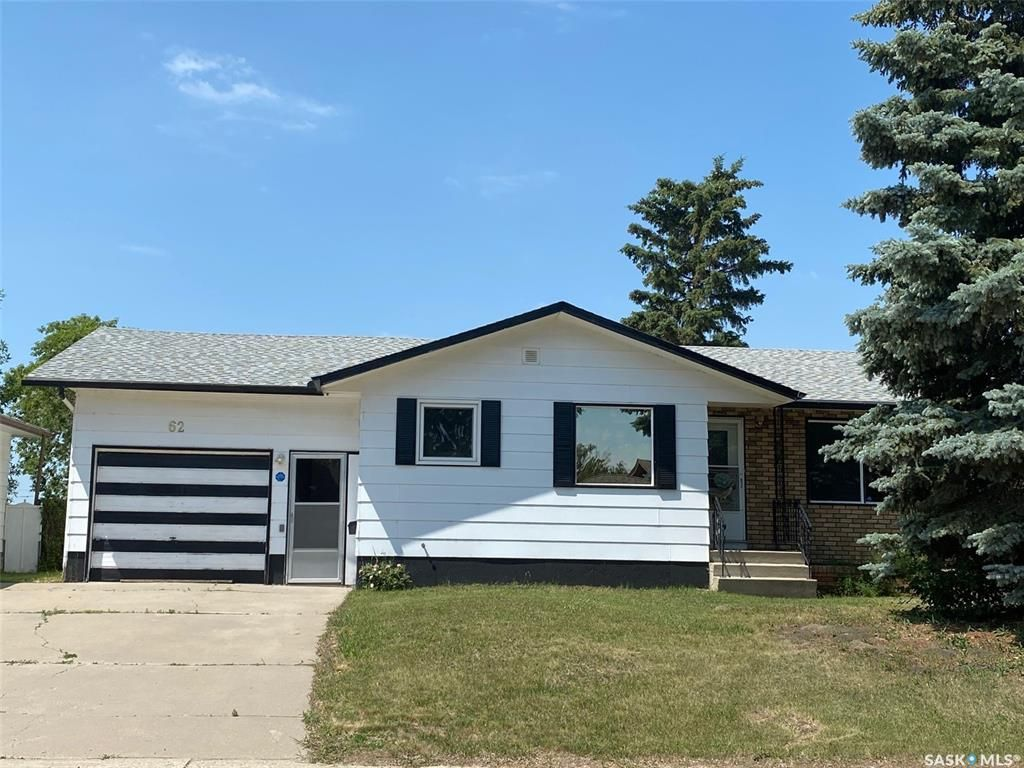 Main Photo: 62 McNeil Crescent in Yorkton: Heritage Heights Residential for sale : MLS®# SK862498